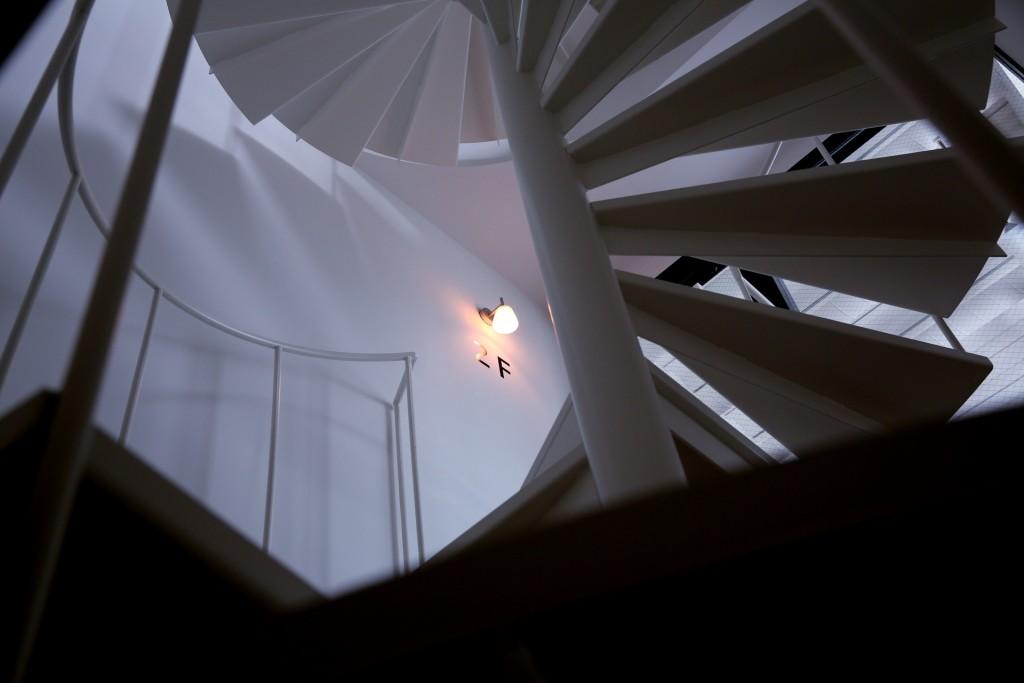 螺旋階段 1階