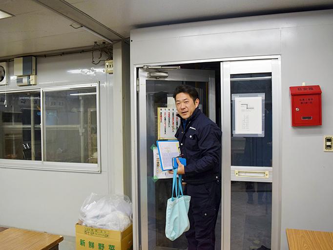 大久保恒産の番頭の仕事紹介記事における小池さん出勤写真