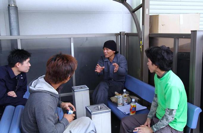 大久保恒産で働く職人村野さんの写真