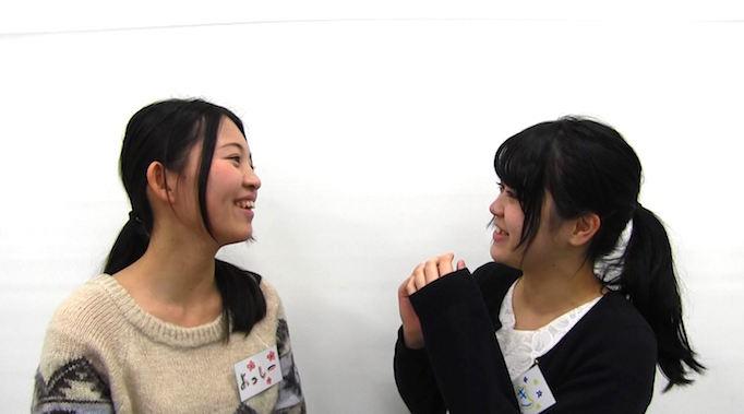 足場職人体感プログラム【HANABI】で参加者の学生が談笑している写真