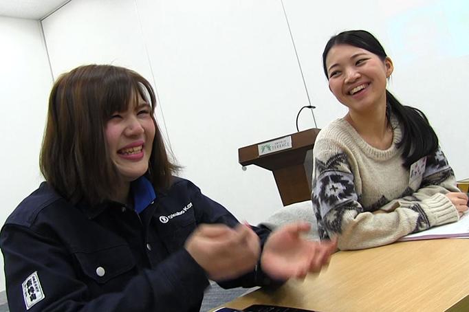 大久保恒産体験型会社説明会【HANABI】参加の学生が自己紹介をしている写真