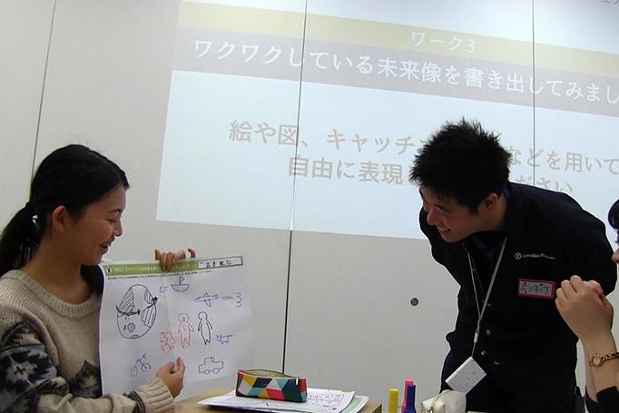 足場職人体感プログラム【HANABI】参加者の学生がワークショップに取り組んでいる写真