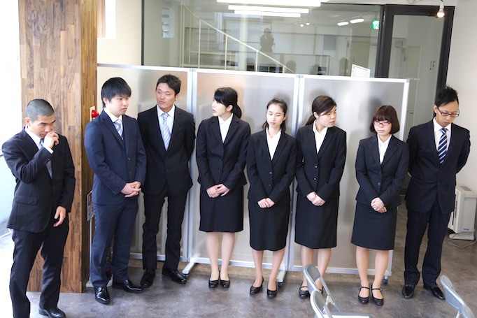 大久保恒産新卒社員入社式の写真